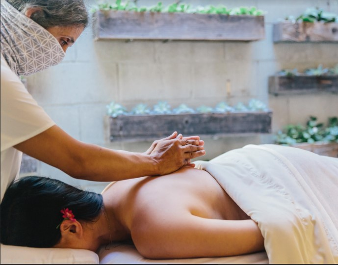Massage with flower in hair