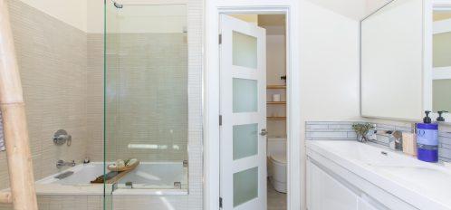 Glass tub